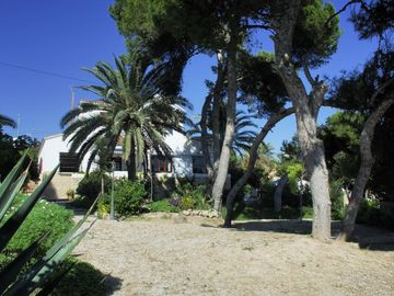 Wonderful Villa, private pool, seafront, garden, excellent views to the bay