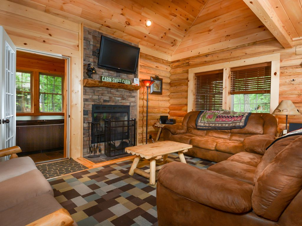 Captivating 4 bedroom log home with private hot tub for 4 bedroom log homes