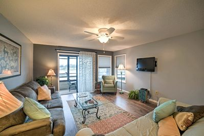 Inside, you'll find 2 bedrooms, 2 bathrooms, and room for 6 guests.