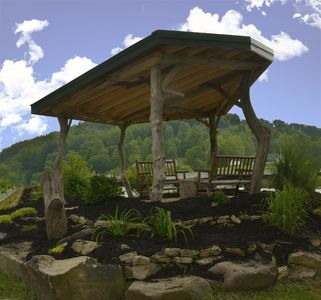 Riverfront Home in the Mountains of Arden, West Virginia. Family & Pet friendly.