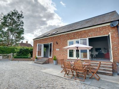 Photo for Surprisingly modern and spacious holiday home set in Horsmonden