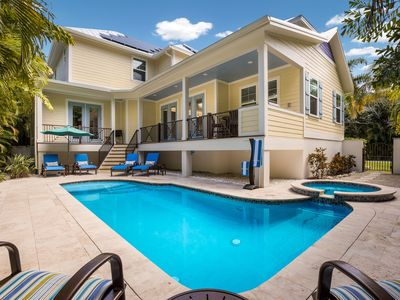 Driftwood Cottage: Private Heated Pool and Hot Tub! Walking Distance to Beach!