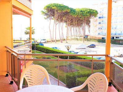 Photo for Nice holiday apartment for 4 people, next to the beach of La Pineda. (F12)
