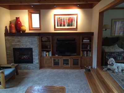 Cozy living room with flat screen TV, Sonos Sound system and gas fireplace.