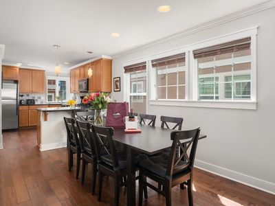Seattle Vacation Home: Wall Street - Luxury 3 bed/2.5 bath, great location