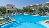 Beautiful, relaxing place. Perfect location close to beach, park, restaurants and shops.