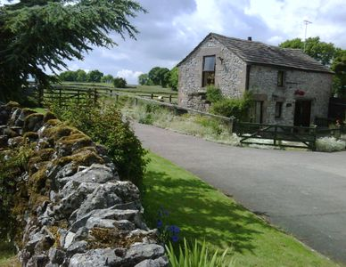 Photo for Lovely limestone cottage in the heart of the Peak District.