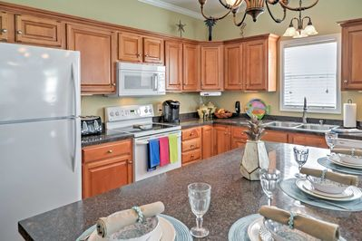 Cooking is a real treat in this fully equipped kitchen.
