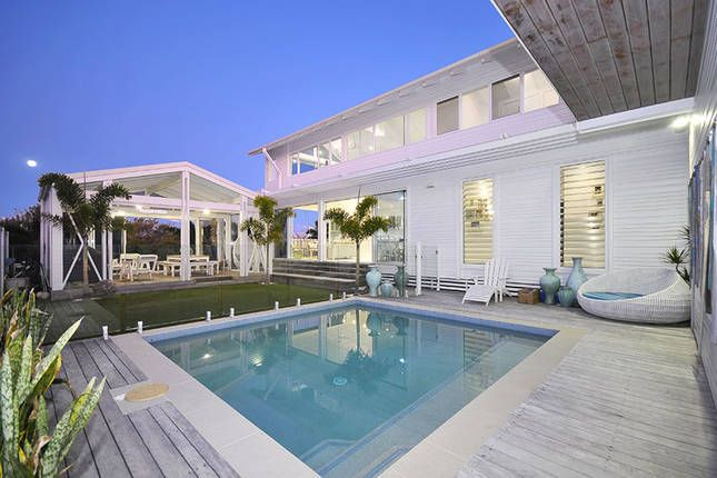 The hamptons holiday house beach homeaway kingscliff for Luxury vacation rentals hamptons