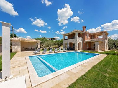 Photo for Beautiful detached villa with pool and sea views, 8 km from the beach