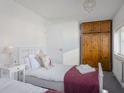 Photo for Two bedroom house with parking, sleeps 6, free wifi, newly refurbished