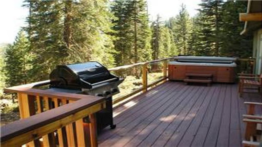 Luxury Mountain Home with Hot Tub, Spa Shower, Large indoor Jacuzzi, and Wifi