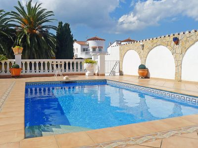 Photo for This 3-bedroom villa for up to 8 guests is located in Empuriabrava and has a private swimming pool,