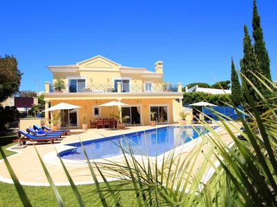 Photo for 4 bedroom Villa, sleeps 8 in Vale do Lobo with Pool, Air Con and WiFi