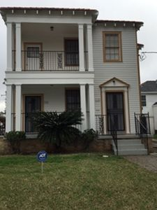 Photo for Elegant Gentilly Duplex-Upper Floor, 5 min to French Quarter