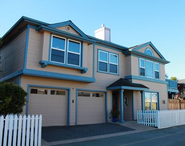 Photo for Mermaid Beach House, Walking Distance to Lovers Point Beach and Attractions!
