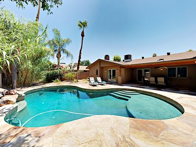 Photo for Traditional Scottsdale 3BR w/ Tropical Oasis, Putting Green & Billards Room