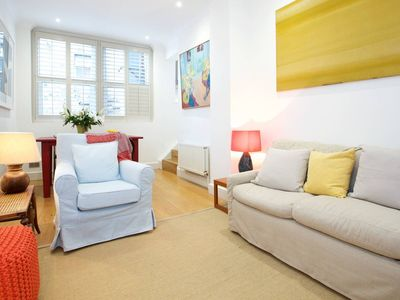 English Retro 2BR apt, moments from Battersea Park