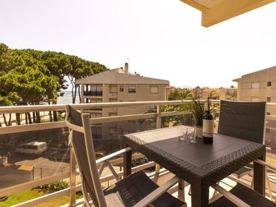 Photo for 2 bedroom Apartment, sleeps 6 with Air Con and Walk to Beach & Shops