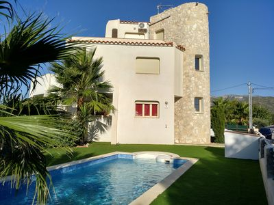 Photo for Beautiful villa with private pool and a few meters from the sea.