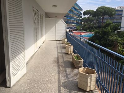 Photo for APARTMENT WITH POOL NEAR THE BEACH