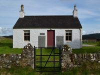 A quaint little off the beaten track cottage with stunning views out to the Loch