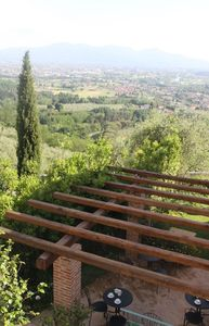 Photo for Rustico with 8 + 2 beds, garden and swimming pool, in the hills overlooking Lucca
