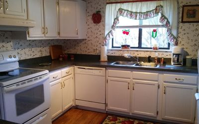 Cute Full Functional Kitchen