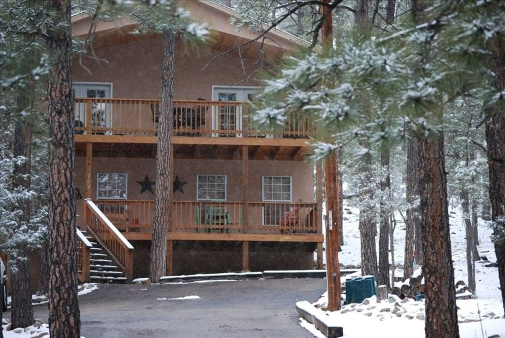 Cozy pines cabin your home away from home alto new for Home away from home cabins