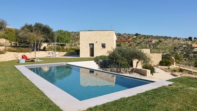 Photo for Fascinating villa with private pool in the beautiful countryside of Noto