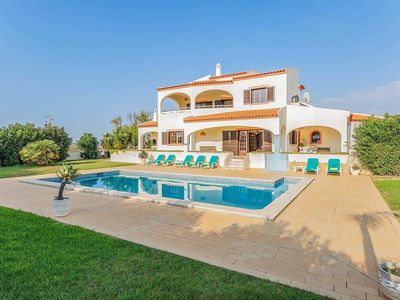 Photo for Set in this peaceful location, Vivenda Vista Mar is a big four bedroom villa with a large pool and lawn.