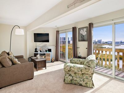 Photo for Newly Renovated 2 BR 1.5 BA Unit With Amazing Bay Views