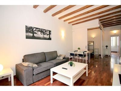 Photo for Sant Pau I apartment in Eixample Dreta with WiFi, air conditioning & balcony.