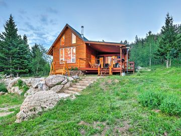 NEW! 2BR+Loft Buffalo Cabin w/ Panoramic Mtn Views!