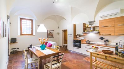 Photo for Cozy bedroom apartment in Santa Croce district with private garage
