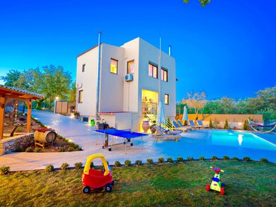 Photo for This 3-bedroom villa for up to 5 guests is located in Armeni/Armenoi (Rethymnon) and has a private s