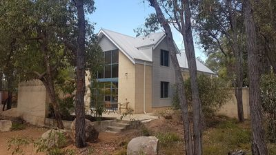 Photo for Chidlow, Lake Leschenaultia, Perth hills, Spa and Sauna, Relax and Unwind