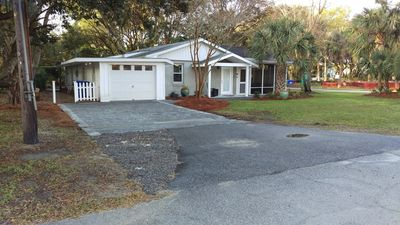 Photo for Family Friendly Cottage with  Lg screen porch - 100 Ft of  Direct Beach Access!