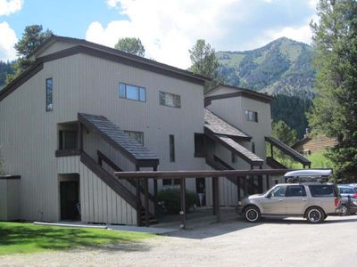 Desireable Aspens' Berry Patch Condo Creekside Secluded New Bathroom & Floors