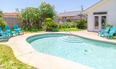 Photo for *Renovated* 4b/2b with private pool. walk to beach.