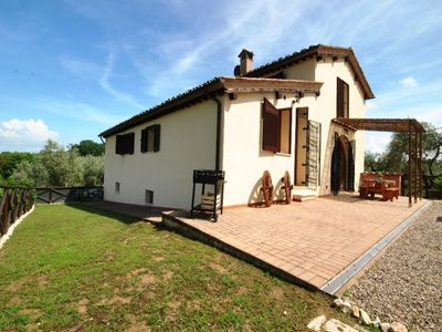 Photo for Holiday home with pool, WiFi, Siena, private garden, barbecue