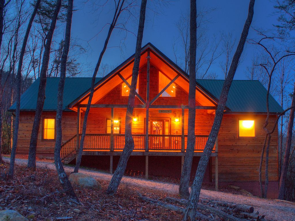 sleeps cabins images suite private majestic runs river a image media it luxury rentals attached mountain ga of wisconsin awesome cabin lodge new helen thru