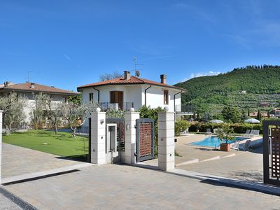 Photo for Cà Le Terrazze With Pool - Villa for 10 people in Garda