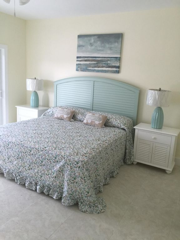 Master Bedroom Upstairs great new 4 bedroom. pool, dock beautiful!  - vrbo