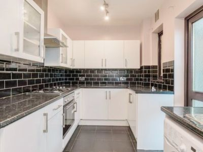 Photo for Beautiful 3 Bedroom House, 3 mins walk to underground station