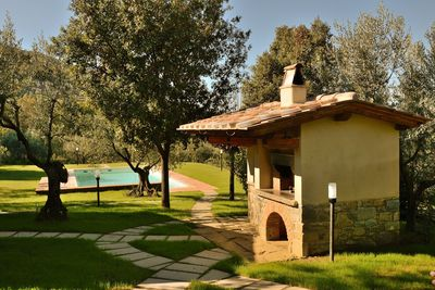 Pool, gardens and large pizza oven