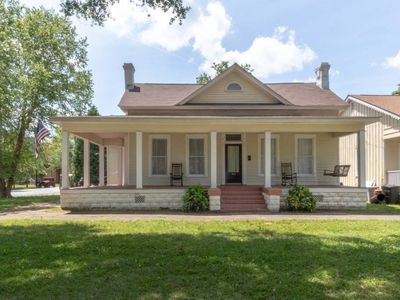 Photo for 737 3rd Ave WHOLE · ⭐️2for1 Downtown Duplex w/ HUGE porch! Sleeps 12!✨