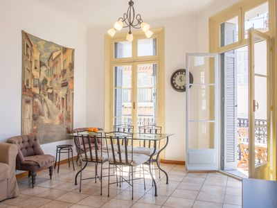 Photo for Spacious and bright floor centrally located near the harbor - Destination Cannes