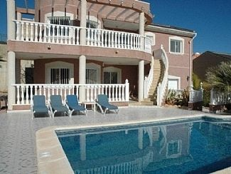 Photo for 5BR Villa Vacation Rental in Alicnate