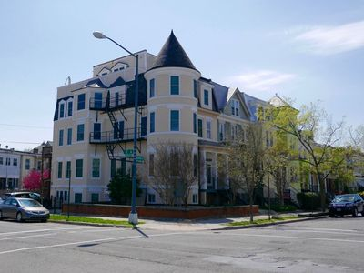 Photo for Perfection in Petworth ~ Sleeps 6 in style!
